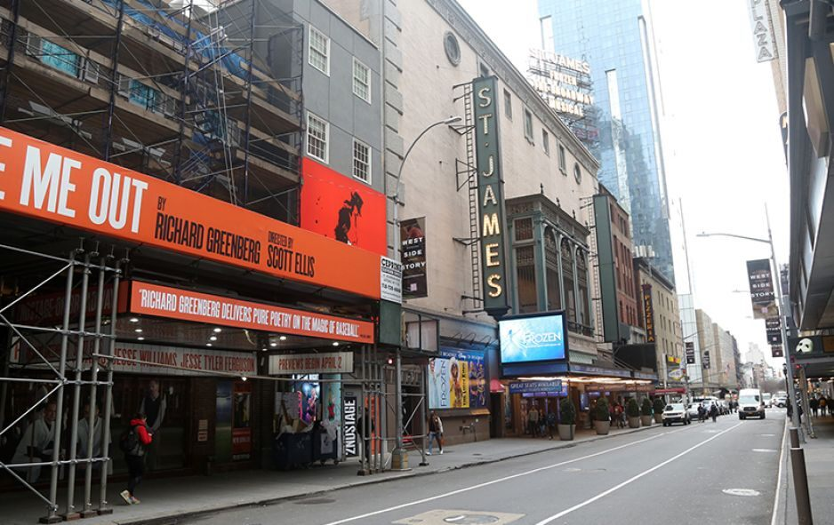 New York, New York: Broadway theatres are seen as they begin to shut down for 30 days. © Getty Images Photo/Bruce Glikas