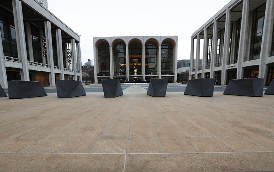 New York, New York: Josie Robertson Plaza at Lincoln Center nearly deserted Thursday, March 12, 2020, after nearly all of Lincoln Center's performance spaces shuttered their doors following a statewide ban on gatherings of more than 500 people. © AP Photo/Kathy Willens