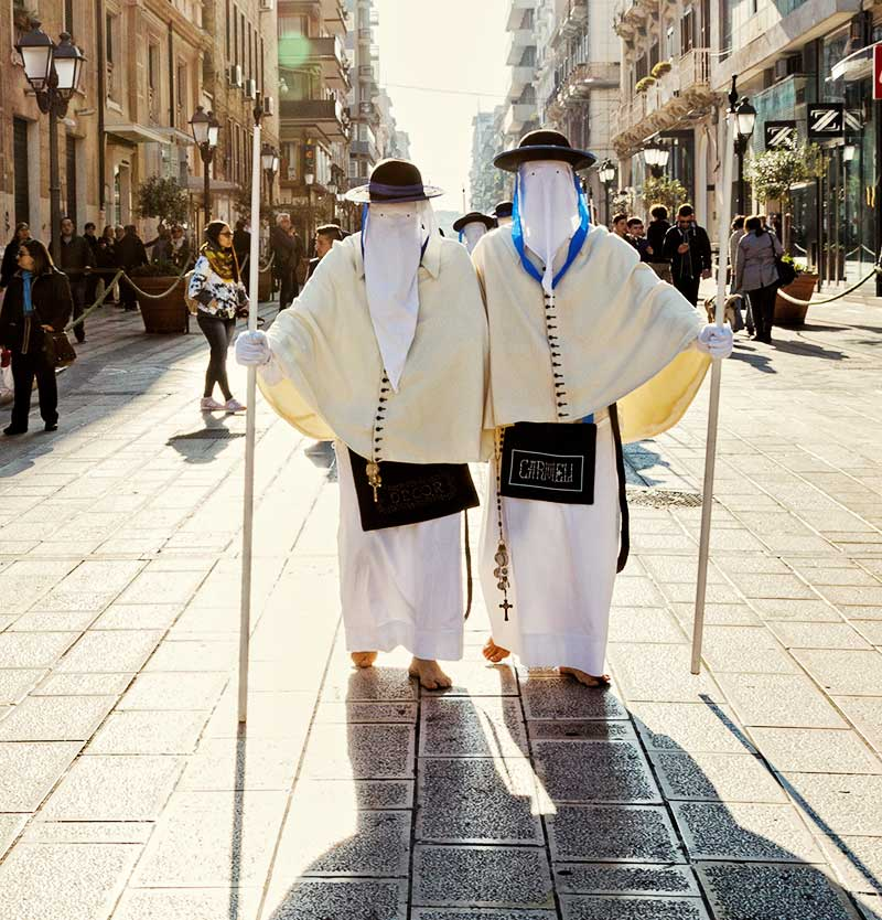 Perdoni - Members of the Arciconfraternita del Carmine, Taranto, with their white robes, capes and hoods